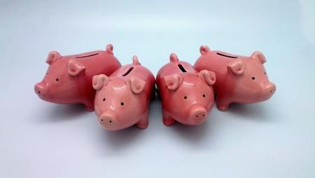 4 작은 돼지 저금통 스톡 콘텐츠