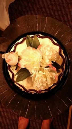 自家製のケーキのデコレーション