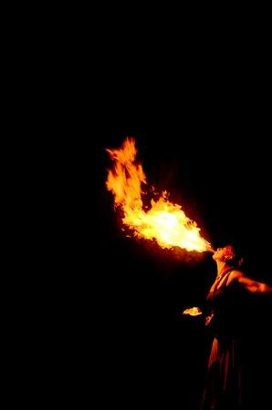 黒の背景に女性消防息抜き 写真素材 - 30501345