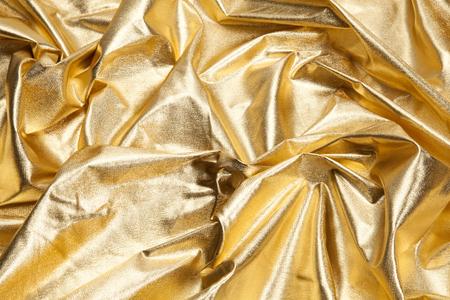 波紋のような生地の金片のクローズアップビュー。豪華な構図。最小限の色の静物写真。最小限の色の静物写真 写真素材