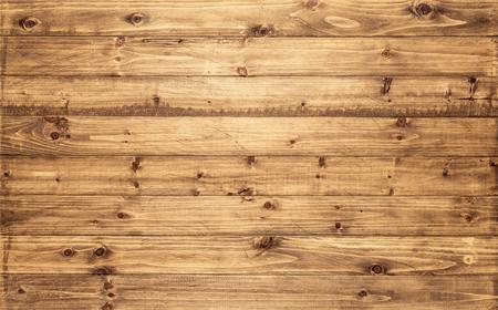 La luz de fondo marrón textura de madera se ve desde arriba. Los tablones de madera se apilan horizontalmente y tienen un aspecto desgastado. Esta superficie sería grande como elemento de diseño para una pared, suelo, una mesa, etc.