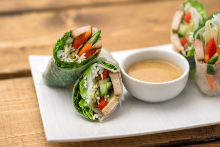 goi: Fresh vietnamese spring rolls, great as an healthy appetizer with peanut butter sauce for dipping.