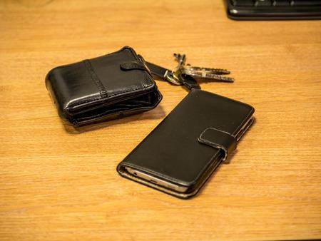 지갑, 열쇠 및 전화, 집을 떠나지 말아야 할 물건 스톡 콘텐츠