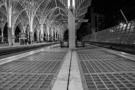 Night views of the Lisbon train station in black and white Banco de Imagens