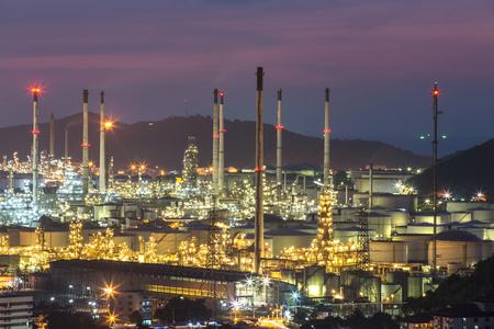 工場、製油所、石油化学プラント、石油夜。