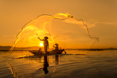 entrapment: Fisherman of Bangpra Lake in action when fishing, Thailand.