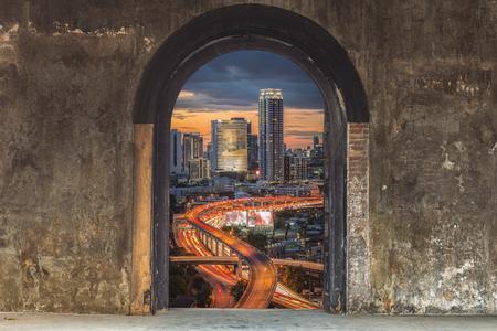 puertas viejas: Las puertas viejas para el futuro Editorial