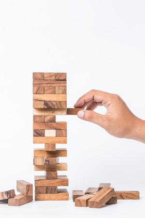 白い背景に分離された建物崩壊ゲーム