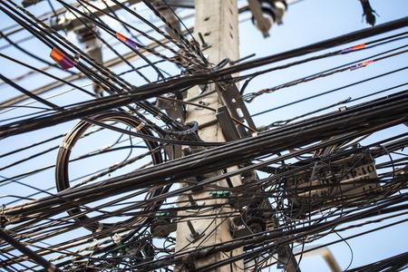 通信: バンコク内の配線ケーブルの突風。