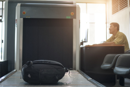 공항 보안 검사.