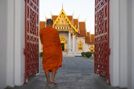 Monk in temple Stok Fotoğraf