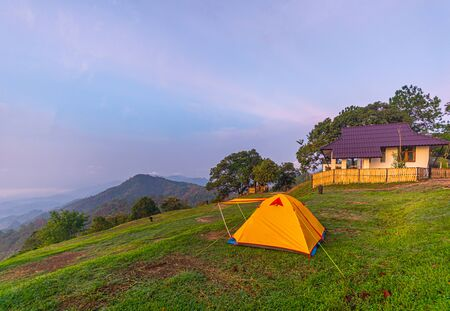 Camping orange tent at National Park in Northern,Thailand. 版權商用圖片 - 135982571