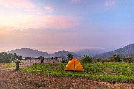 Camping orange tent at National Park in Northern,Thailand. 版權商用圖片 - 135982572