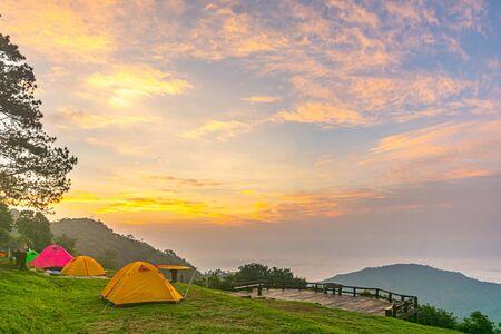 Camping orange tent at National Park in Northern,Thailand. 版權商用圖片 - 135982578