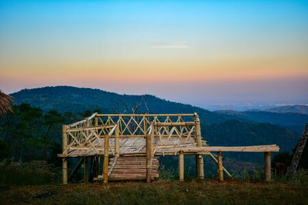Sunset in the mountains northern Thailand. 版權商用圖片 - 139701456