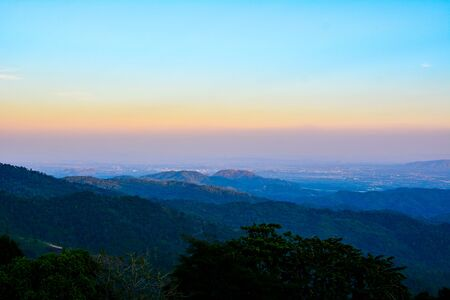 Sunset in the mountains northern Thailand. 版權商用圖片 - 139672155
