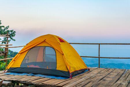 Camping orange tent at National Park in Northern,Thailand. 版權商用圖片 - 140938837