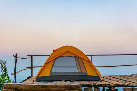Camping orange tent at National Park in Northern,Thailand. 版權商用圖片 - 140938839