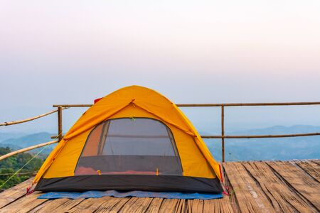 Camping orange tent at National Park in Northern,Thailand. 版權商用圖片 - 140939046