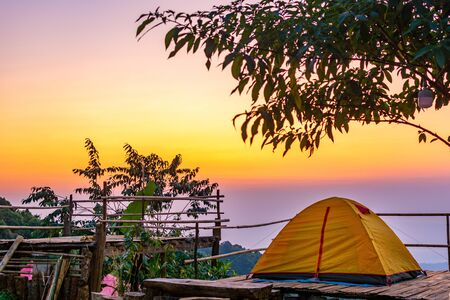 Camping orange tent at National Park in Northern,Thailand. 版權商用圖片 - 140870876