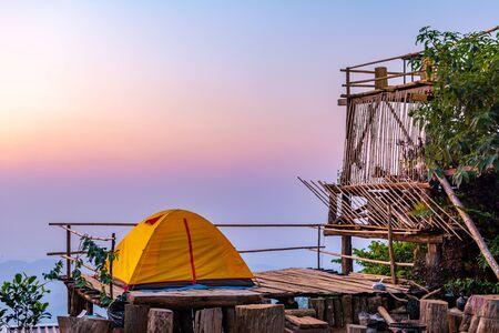 Camping orange tent at National Park in Northern,Thailand. 版權商用圖片 - 140870879