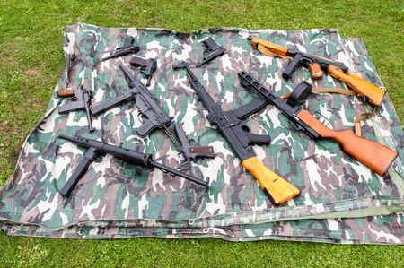 pistola: Una gran selección de clásicos y réplicas de armas modernas