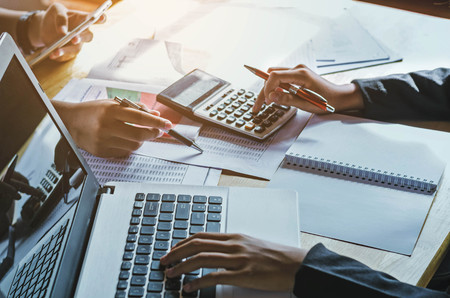 teamwork zakenvrouw boekhoudkundige concept financiële in office