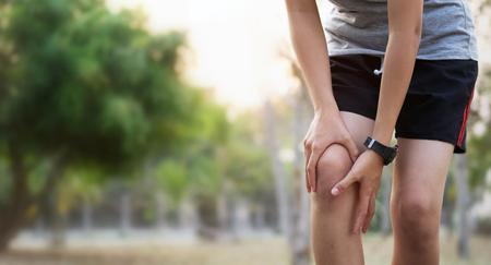 corredor, mujer, con, rodilla, lesión, y, dolor