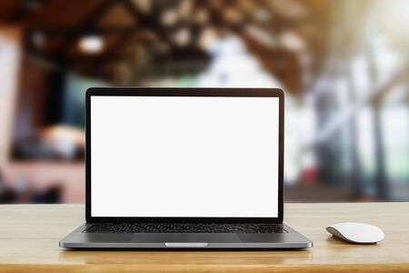 laptop computer blank white screen on table in cafe background Stok Fotoğraf - 130721221