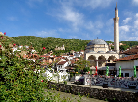 Prizren Old City with the Famous Landmark, Sinan Pasha Mosque, Kosovo Standard-Bild