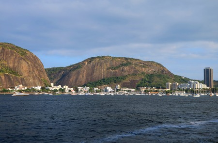 Urca Hill or Morro da Urca, the Natural Monument in the city of Rio de Janeiro, Brazil 版權商用圖片 - 107430182
