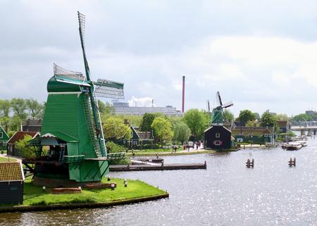 The Historic Dutch Windmills and Farmhouses in Zaanse Schans, Zaandam, Netherlands Stockfoto