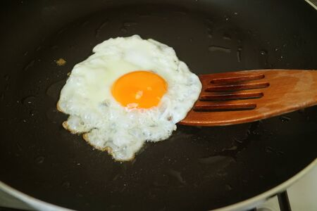 Sunny Side Up Egg in a Fry Pan Ready for Serving Imagens