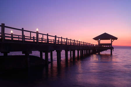 Silhouette of wooden pier with pavilion at the gorgeous dusk 免版税图像