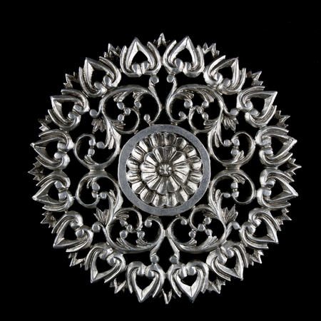 Round decorative carving element with flower