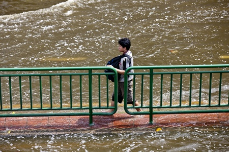 Bangkok, Thailand - November 5, 2011: How People travel during the flooding in Bangkok. Stock Photo - 11147375