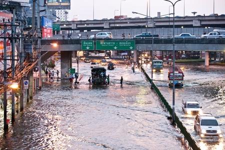 worst: BANGKOK - NOVEMBER 5: Cars navigating through the flood on Phahonyothin Road during the worst flooding in Bangkok, Thailand on November 5, 2011. Editorial
