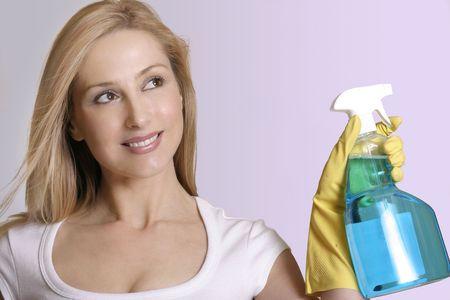 usunięta: Sparkle Girl Sprzątanie. Butelka strony i mogą być łatwo usunięte. Zdjęcie Seryjne
