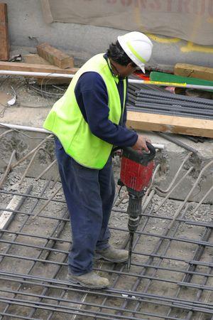 presslufthammer: Ein Arbeiter mit einem jackhammer. Der Schwerpunkt liegt auf der jackhammer. Lizenzfreie Bilder