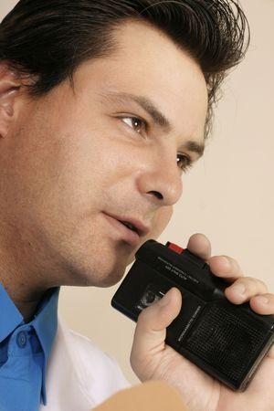 dictating: El dictar del doctor, del investigador o del t�cnico de laboratorio - closup.