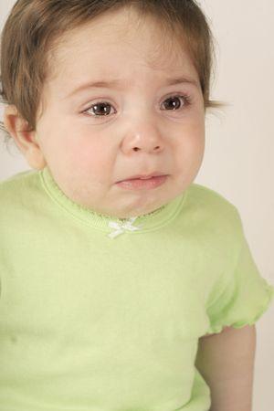 wees: Teary eyed negen mnd baby.babycare, achtergelaten, weesbronnen, welzijn, triest Stockfoto