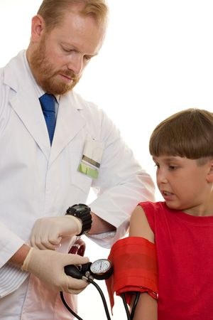 dann: Ein Doktor pumpt herauf eine Blutdruckstulpe, um Marken eines reading.High Blutdruckes Ihre Arbeit stark zu nehmen als Normal. Beide und Arterien sind dann zur Verletzung vorn�bergeneigter. Hoher Blutdruck erh�ht die Gefahr von Angriffen, strok