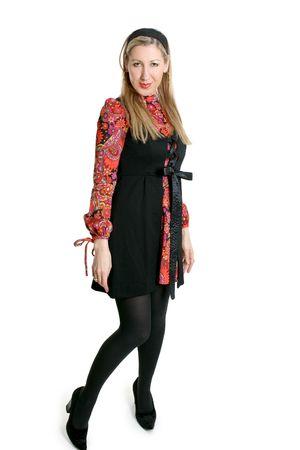Hippie Chick. Hermosa mujer que llevaba un mini vestido estilo hippie.  Foto de archivo - 685495