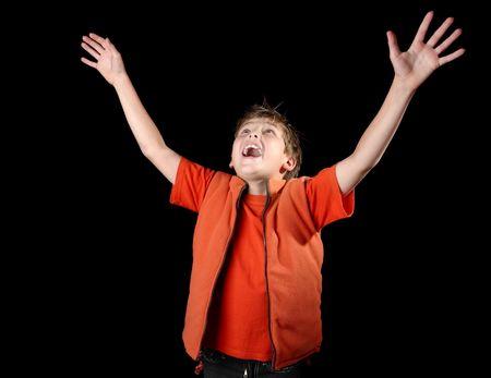 illuminati: Apprezzamento illuminata. Un bambino solleva le mani e lode