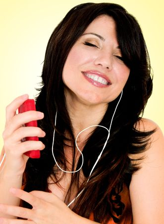 aural: A woman listens to music on mp3 player Stock Photo