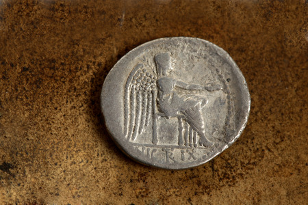 ar: Reverse side of Roman Republic (200-30bc) silver coin AR denarius (89bc) depicting Victory Seated. The Victoire sitting. With the epigraph, VICTRIX.  Stock Photo