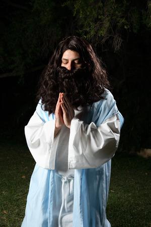 old times: Profeta a partir de viejas �pocas que se arrodilla en rezo o la meditaci�n silencioso.
