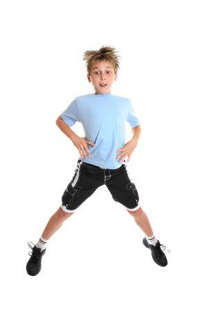 Un niño haciendo ejercicios de fitness en un fondo blanco. Foto de archivo - 2349394