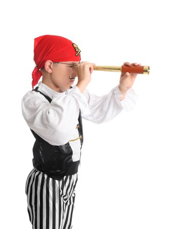 canvass: Un pirata Mirando a trav�s de un plegable de bolsillo telescopio (o monocular telescopio port�til) en busca de los buques para saquear o una isla ..  Foto de archivo