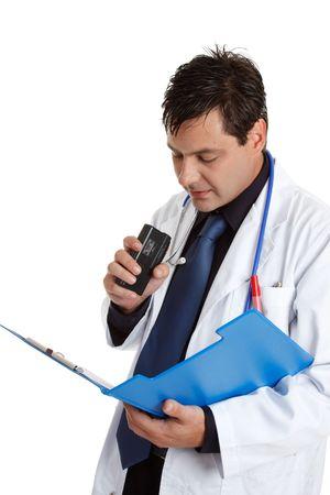 arzt gespr�ch: Ein Arzt der Aufnahme oder diktieren Informationen von einem Patienten medizinische Konsultation Datei oder k�nnte Aufnahme Ausf�hrungen der Behandlung.